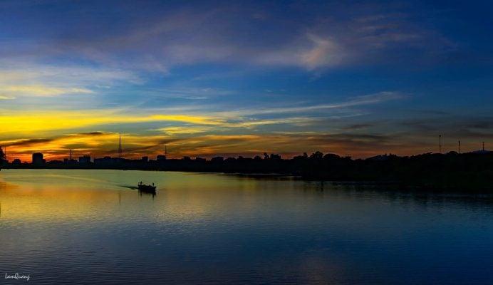 Bình Minh trên sông Hương