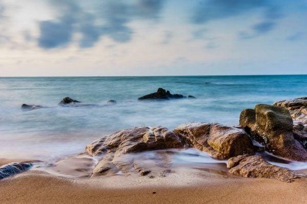 Những bãi đá đủ hình thù ở Hồ Cốc( ảnh sưu tầm)