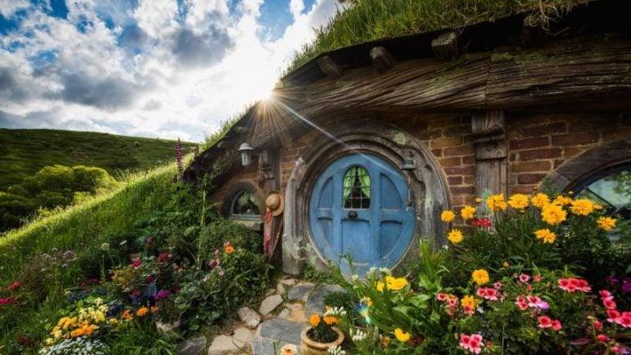 Cảnh phía trước ngôi nhà ở Hobbiton( ảnh ST)