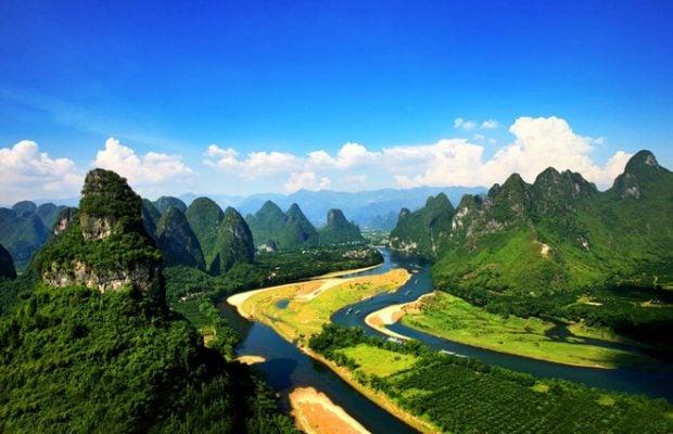 Dòng sông li xinh đẹp nhìn từ xa (ảnh của Guilinchina)