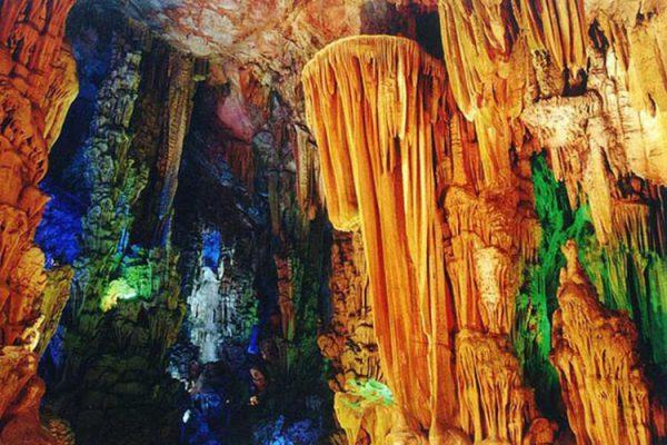 Hang động Reed Flute đẹp khối thạch nhũ thật lung linh, diệu kì (ảnh st)
