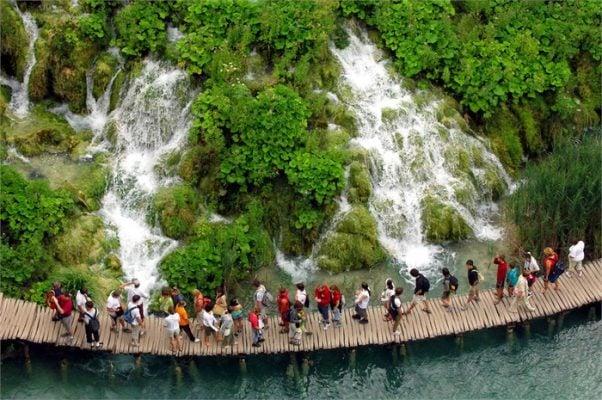 Plitvice thu hút hàng triệu lượt khách mỗi năm