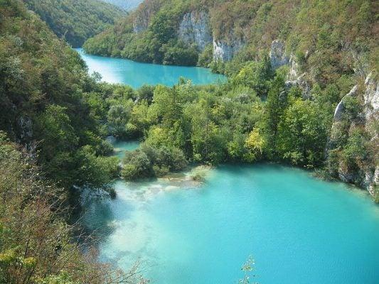 Những hồ nước xanh như ngọc