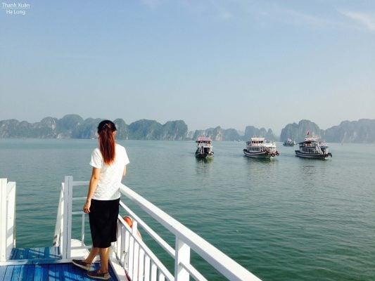 Trên tàu vịnh Hạ Long.