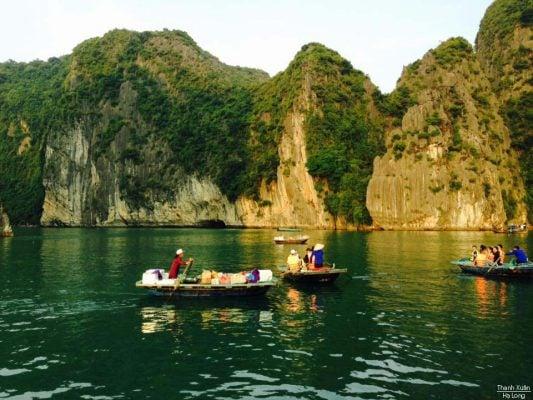 Chèo thuyền thăm hang