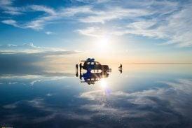 Quang cảnh siêu thực tại cánh đồng muối lớn nhất thế giới ở Bolivia