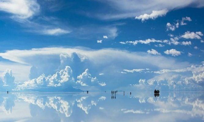 Bề mặt tuyệt vời của Salar de Uyuni