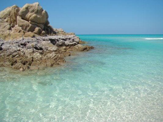 Những bãi biển mang màu xanh lam ngọc