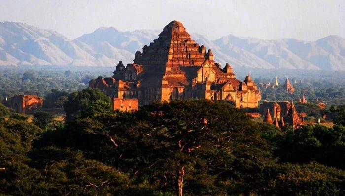 DhammaYangyi như một kim tự tháp sừng sững