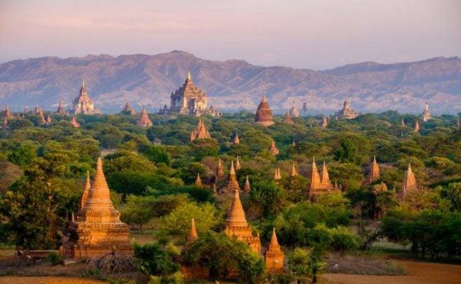Những đền chùa sừng sững trầm mặc