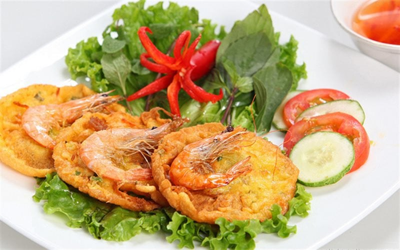 Bánh tôm Hà Nội, thơm vàng ruộm.
