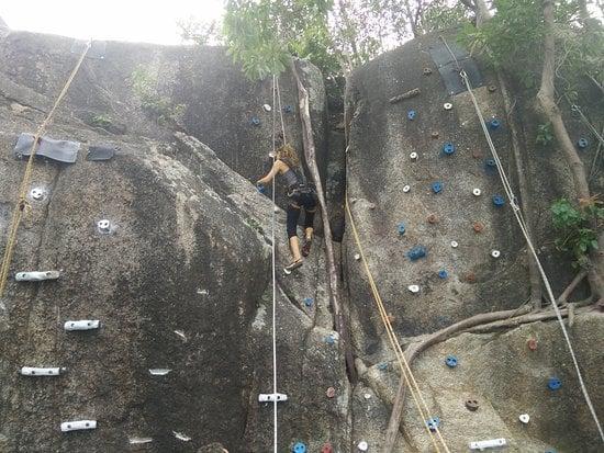 Leo núi ở Krabi.