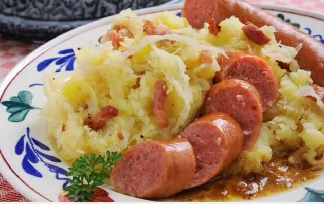 Món dưa bắp cải Hà Lan ăn cùng xúc xích cực ngon (ảnh st)