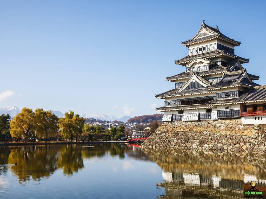 Lâu đài Matsumoto nghiêng mình bên hồ nước- ảnh sưu tầm