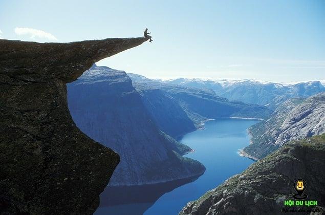 Ngọn núi Trolltunga ở Odda đất nước Na Uy- ảnh sưu tầm