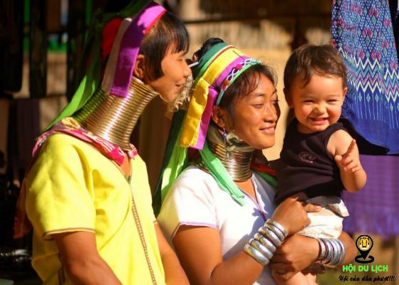 Những chiếc vòng đeo trên cổ tương ứng số tuổi người phụ nữ- ảnh sưu tầm