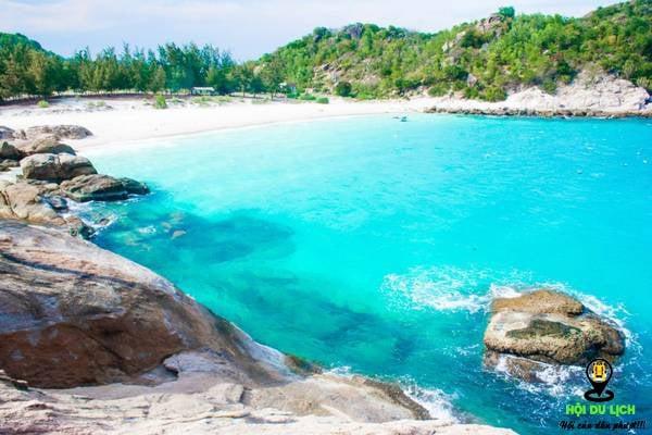 Phong cảnh đẹp và nước biển trong xanh bãi cây me- ảnh sưu tầm