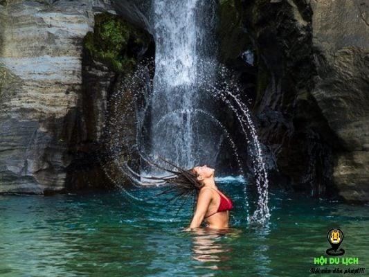 Thả mình bên thác nước tuyệt đẹp tại quần đảo- ảnh sưu tầm