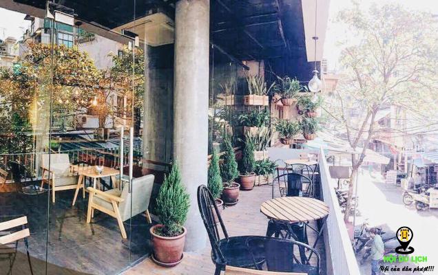 Không gian thoáng mát của Aroi Dessert Café