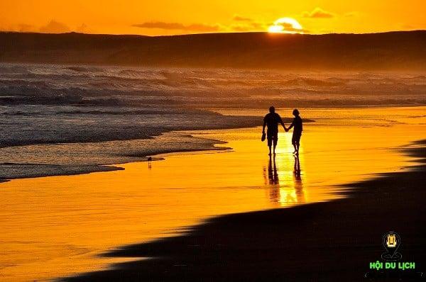 Du lịch biển vào mùa thu đem đến sự lãng mạn và bình yên