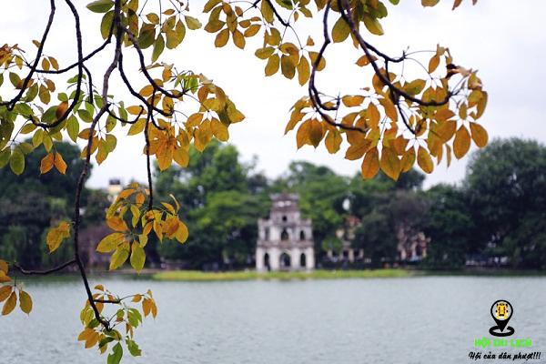 Khung cảnh Hồ Gươm mùa thu