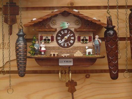 Đồng hồ quả lắc nổi tiếng ở Rừng Đen của Đức- ảnh sưu tầm