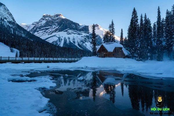 Mùa đông tại hồ Emerald Lake