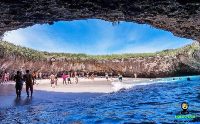 Một trong các hang tại biển Hidden, Mexico