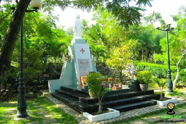 Ngôi mộ thi sĩ Hàn Mặc Tử ở Quy Nhơn- ảnh sưu tầm