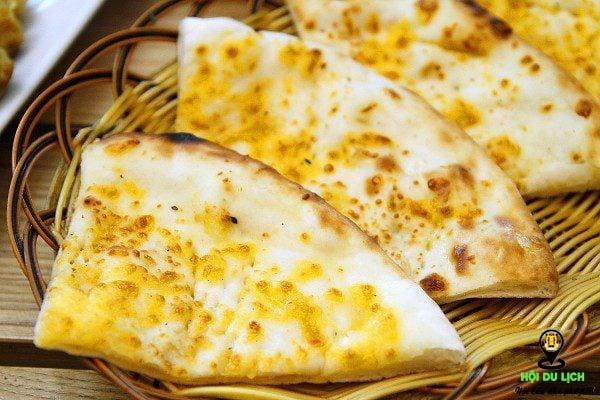 Bánh Naan không thể thiếu trong mâm cơm của người Ấn