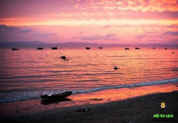 Hoàng hôn biển Vũng Tàu mang màu tím nên thơ