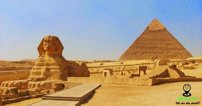 Kim tự tháp và tượng nhân sư Giza.