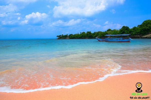 Tangsi cũng là bãi biển mang sắc hồng độc đáo