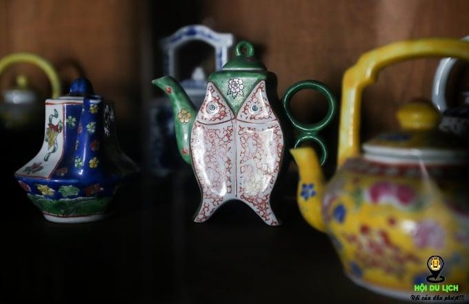 Những bộ ấm trà, bát đĩa, ly tách... có tuổi đời cả trăm năm