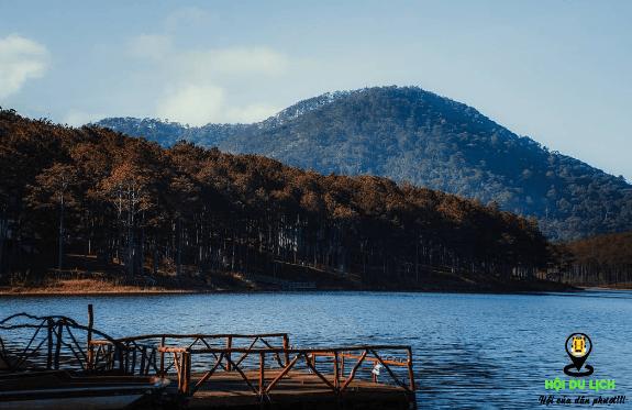 Cây cầu gỗ đẹp thơ mộng ở hồ Tuyền Lâm (ảnh sưu tầm)