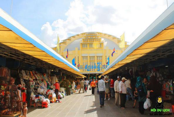 Chợ trung tâm hàng hóa đa dạng tha hồ để bạn chọn