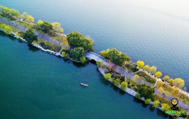 Con đường bạn có thể dạo bộ ngắm vẻ đẹp Tây Hồ (ảnh sưu tầm)