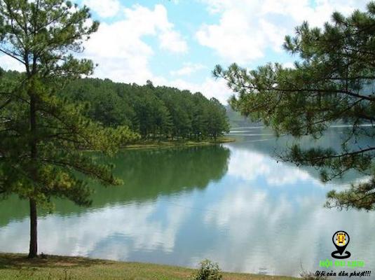 Hồ Suối Vàng phong cảnh tuyệt đẹp (ảnh sưu tầm)