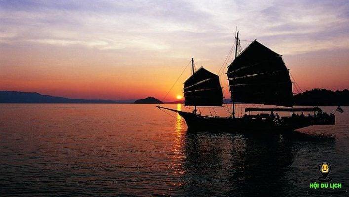 Hoàng hôn trên vịnh Phang Nga ở Phu Khet - Thái Lan (ảnh sưu tầm)