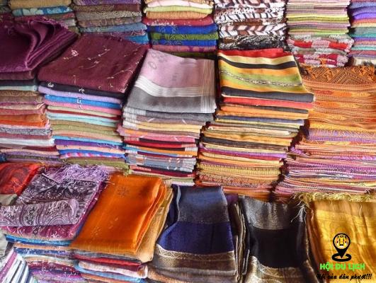 Lụa tơ tằm đồ lưu niệm đẹp nên mua ở Camphuchia (ảnh sưu tầm)