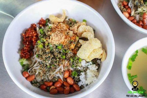 Món cơm hến ở Huế