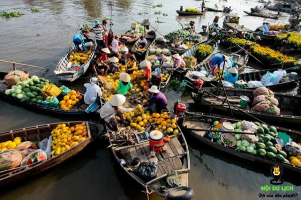 Chợ nổi Long Xuyên - bày bán nhiều loại nông sản