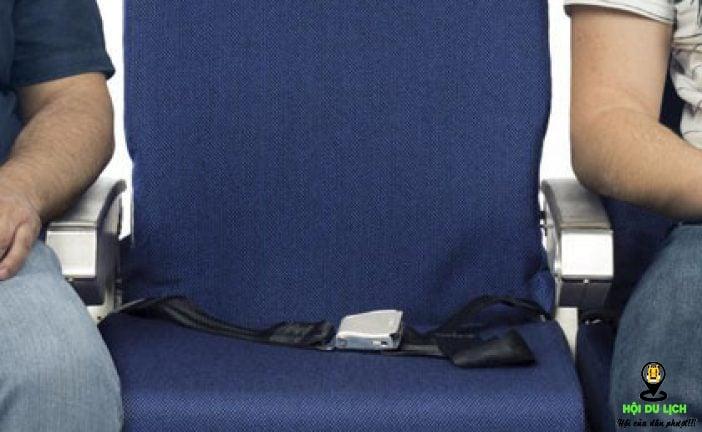 Ghế giữa trên máy bay và các Luật ngầm