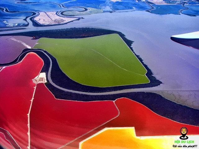 Ruộng muối ở vịnh San Francisco đẹp như bức tranh trừu tượng