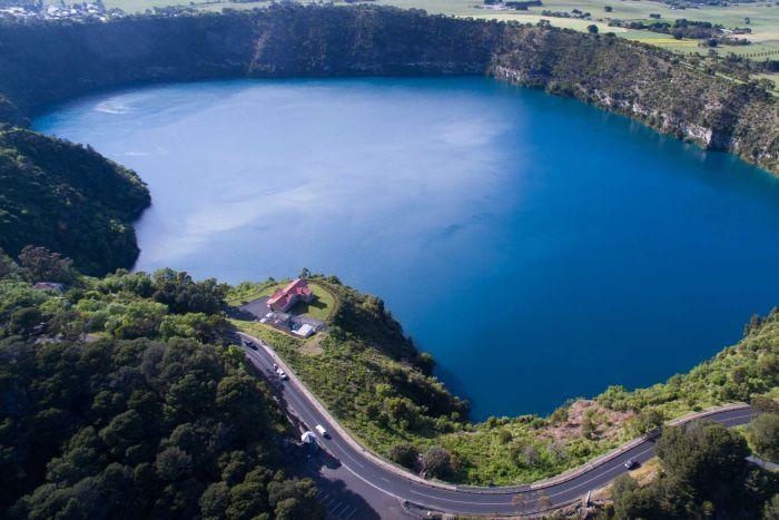 Khi đến với hồ nước Blue Lake bạn được trải nghiệm những gì?