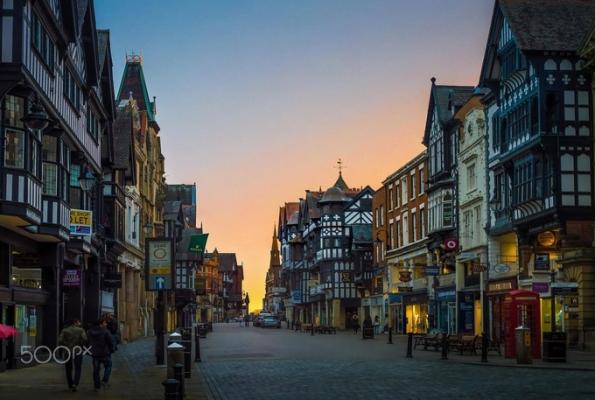 Hoàng hôn ở thành phố Chester đẹp nhẹ nhàng (ảnh sưu tầm)