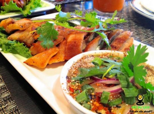 Kor moo yang còn gọi là món thịt cổ lợn ngon tuyệt của Thái Lan ảnh sưu tầm)