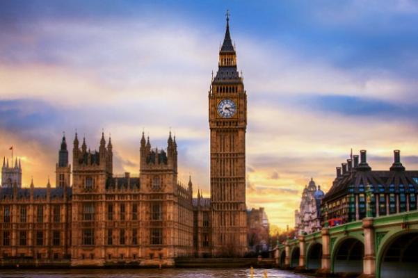 Tháp Big Ben tại London ( ảnh sưu tầm)
