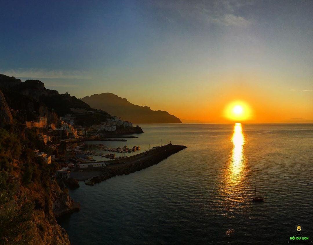 Hoàng hôn tại bờ biển Amalfi - Ý