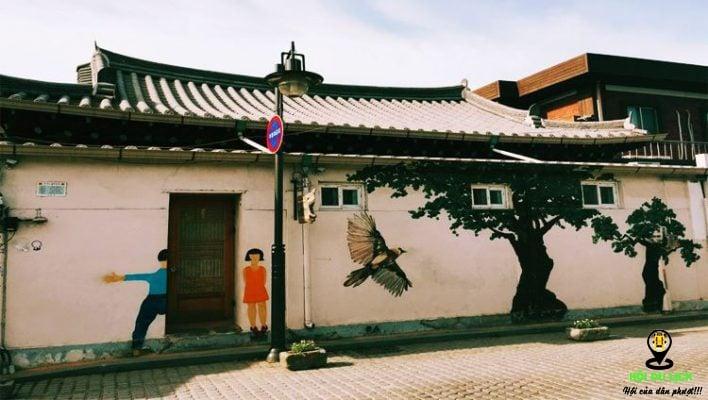 Chiêm ngưỡng những bức tranh tường dọc làng Hanok Bukchon ( ảnh sưu tầm)